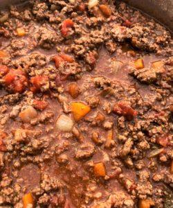 spaghetti bolognaise sauce in pan