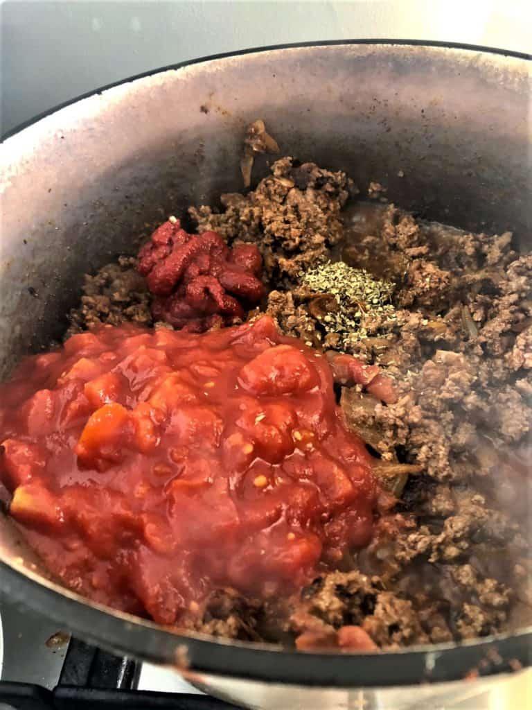 Chilli con carne mince with tomatoes tomato puree oregano