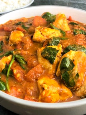 Chicken balti with spinach in a bowl