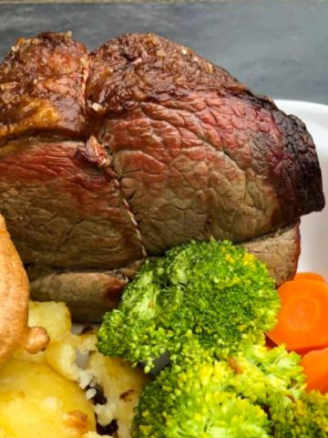 roast beef joint with yorkshire pudding roast potatoes broccoli and carrots