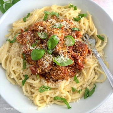 pork meatballs with spaghetti in tomato sauce