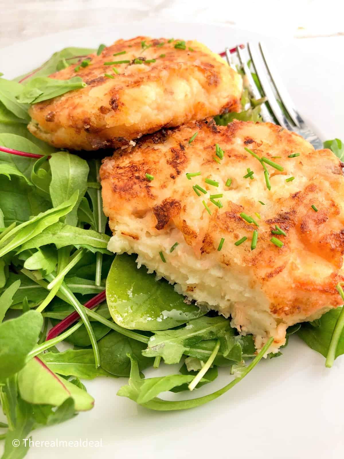 salmon fishcakes with green salad